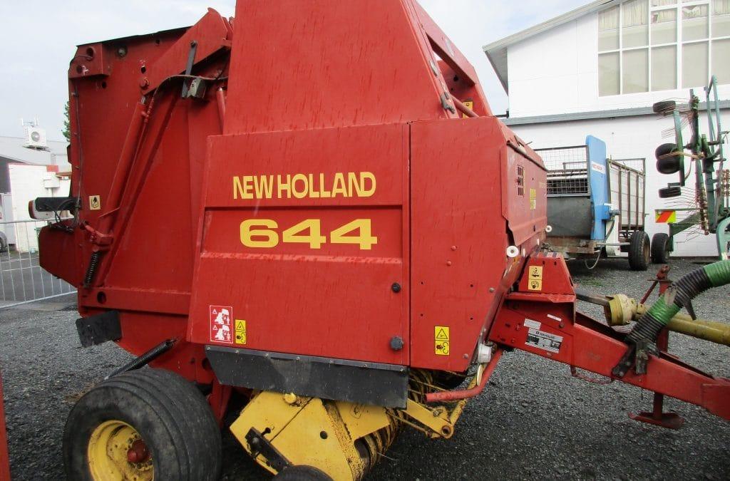 New Holland 644 Round Baler
